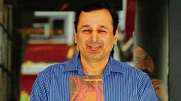 The author Vikram Kapur with his novel in Chandigarh on Saturday.(Ravi Kumar/HT)