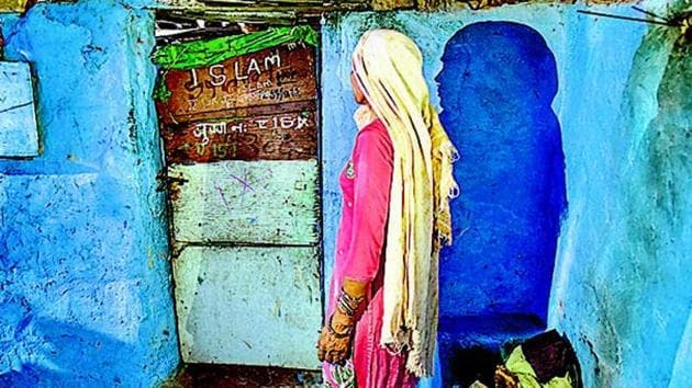 The slum in Sanjay Camp, Chanakyapuri. A Delhi businessman was arrested for using this slum's address for the admission of his son at Sanskriti School.(Burhaan Kinu/HT Photo)