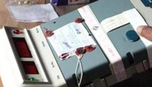 Each Electronic Voting Machine consists of a control unit and a balloting unit. As of date, there are 89,206 balloting units and 76,192 control units in Karnataka.(File photo)
