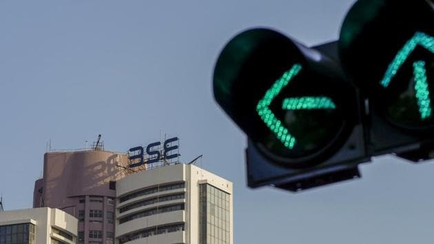 A traffic signal stands illuminated next to the Bombay Stock Exchange (BSE) building in Mumbai, India, on Thursday, Feb. 1, 2018. Prime Minister Narendra Modi's government ended a tax break on equity investments as it taps the stock market boom to boost its coffers. Photographer: Dhiraj Singh/Bloomberg(Dhiraj Singh/Bloomberg)