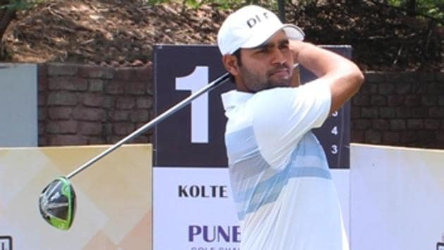Delhi's Honey Baisoya dominated round two as he fired a sensational seven-under-64. The 21-year-old Baisoya, a four-time winner on the Professional Golf Tour of India, moved to a three-shot lead at 12-under-130 at the Poona Club Golf Course.(HT PHOTO)