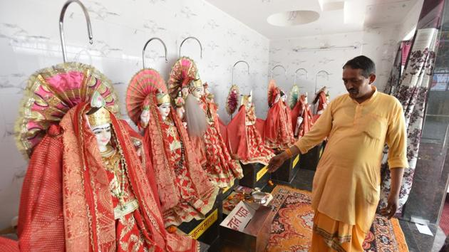 A priest showing the idols whose ornaments were stolen at the Sita Ram Temple in Sector 19, Chandigarh, on Tuesday.(Ravi Kumar/HT)