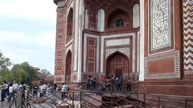 A broken pillar and other damaged parts of the royal gate of Taj Mahal lies strewn beside it on Thursday.(Raju Tomar/HT Photo)