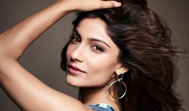 Actor Ishita Raj Sharma played the role of Sunny Singh's character Titu's ex-girlfriend, Pihu, in the film.