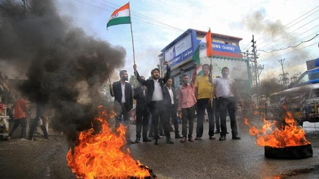 Members of Bar Association burn tyres during 'Jammu Bandh' against the government on various issues, including the rape and murder of an eight-year-old in January, in Jammu on Wednesday.(PTI)