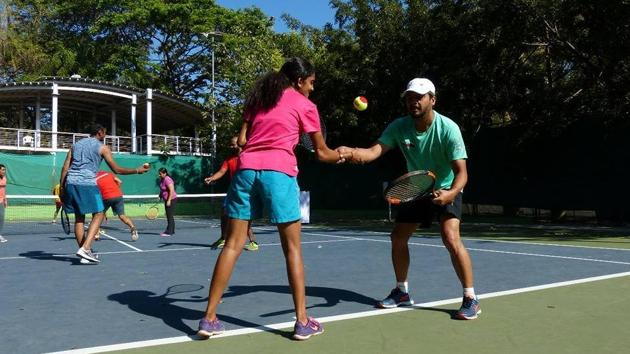 Meraki Sport & Entertainment offers cardio tennis, where each session involves a mix of short runs, chases and racquet play.(Anushree Fadnavis/HT Photo)