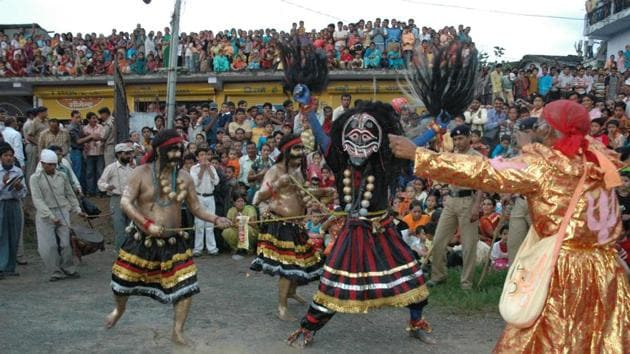 Hill Jatra, a traditional festival witnessed in Pithoragarh district.(Jagjeevan/HT Photo)