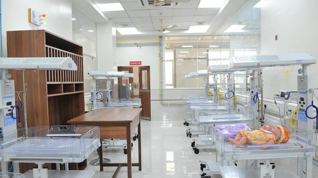 Mukul Madhav Foundation, a public charitable trust, working in the field of healthcare, social welfare and education, along with the Shreemant Dagduseth Halwai Ganpati Trust, had set up a state-of-the-art NICU at the Sassoon General Hospital last year.(HT PHOTO)