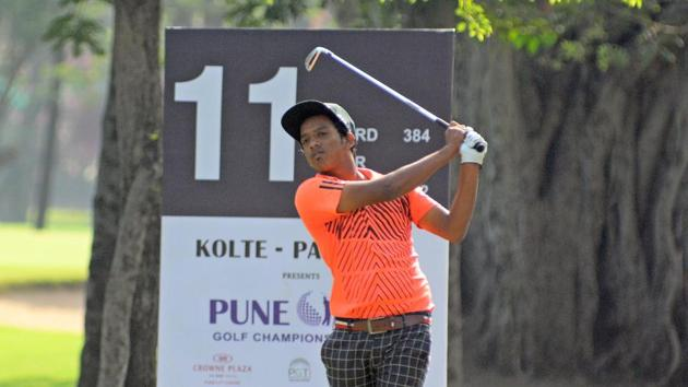 Akshay Damle in action at the PGTI golf tournament on Thursday.(Shankar Narayan/HT PHOTO)
