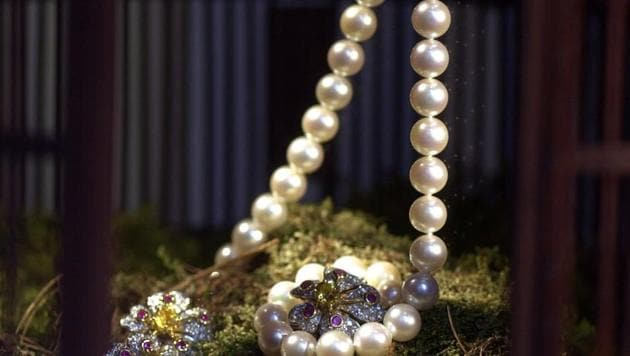 Shipments of pearls, precious and semi-precious stones in March stood at $3.03 billion, an increase of 17% from a month ago, according to commerce ministry data.(Daniel Acker/Bloomberg)