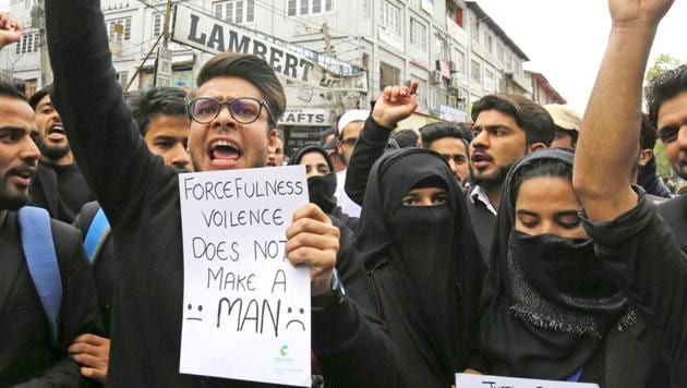 Law students stage protest demanding justice in the rape and murder of an eight-year-old Kathua girl, in Srinagar.(Waseem Andrabi/ HT Photo)