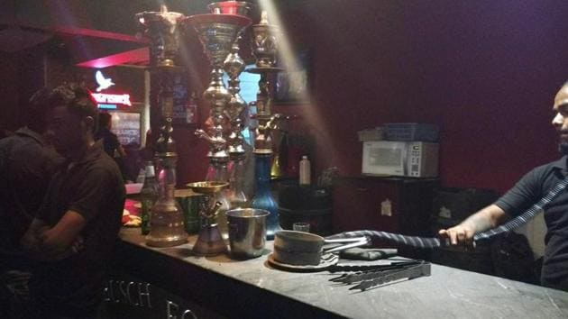 As per an estimate, there were around 60 hookah bars in Noida and Greater Noida but 35 of them shut operations after the administration had sent notices to them in September 2017.(HT File Photo)