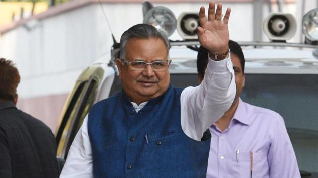 Chhattisgarh chief minister Raman Singh will start 'Vikas Yatra' campaign in May.(HT File Photo)