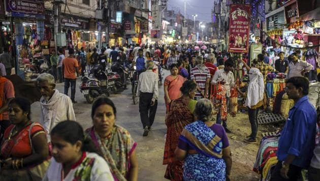 The International Monetary Fund kept its forecast of India's growth unchanged at 7.4% in 2018 and 7.8% in 2019. India displaced France to take the sixth spot, though the European nation is expected to close the gap with a narrow margin.(Bloomberg)
