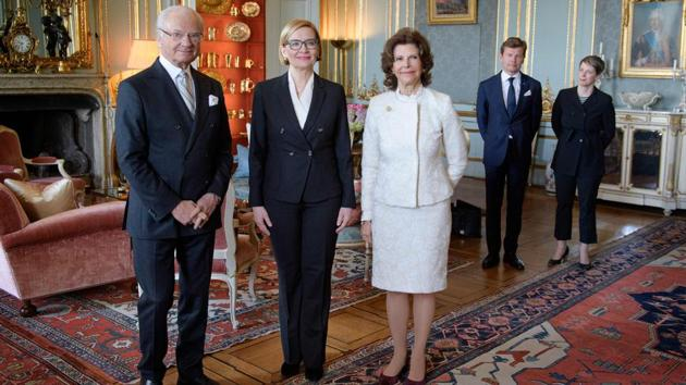 Sweden's King Carl Gustaf and Queen Silvia (R) pose with the Speaker of the Parliament of Finland Paula Risikko (C) during an audience at the Royal Palace in Stockholm, on April 19, 2018.(AFP Photo)
