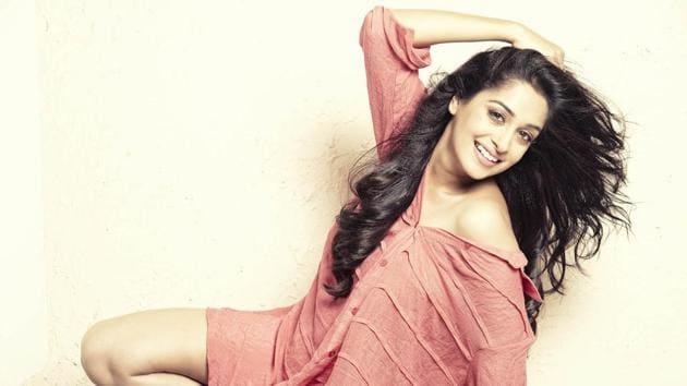 Actor Dipika Kakar is best known for her character Simar Bhardwaj in the TV show Sasural Simar Ka.