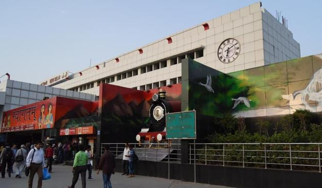 The New Delhi Railway Station is getting a revamp with colourful walls and upgraded facilities.(Sarang Gupta/HT Photo)