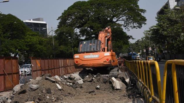 Maharashtra Metro began construction in between the BRTS corridor at Morwadi, Pimpri on Friday.(HT PHOTO)