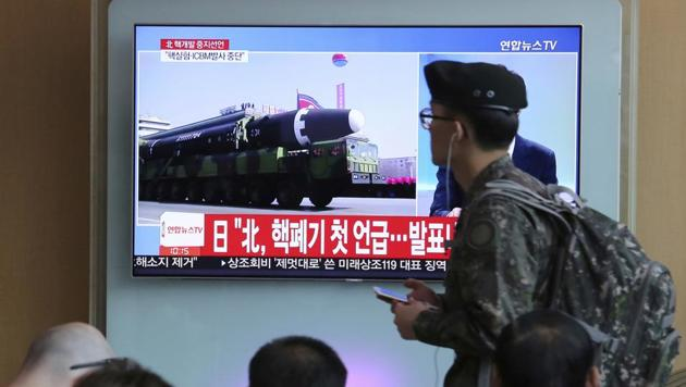 A South Korean army soldier passes by a file footage of North Korea's missile during a news programme at the Seoul Railway Station on April 21, 2018.(AP)