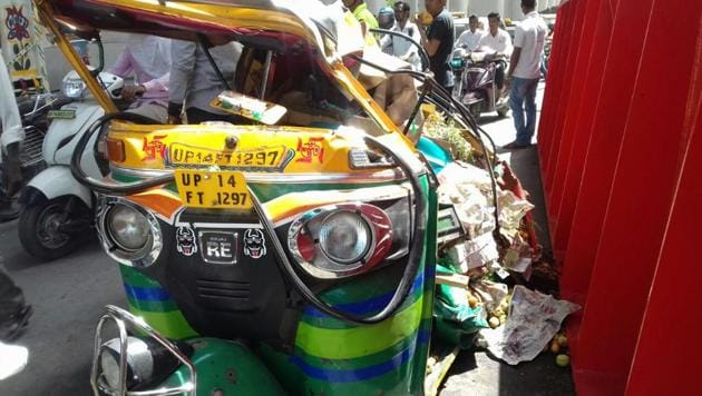An auto rickshaw smashed in the accident, which occurred at the busy Mohan Nagar intersection in Ghaziabad.(Sakib Ali/HT Photo)