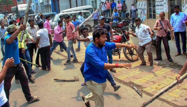 Activists of two political parties clash during panchayat polls' nomination filing in Burdwan in the first week of April.(PTI)