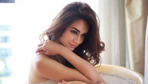 Actor Kriti Kharbanda, the leading lady in Shaadi Mein Zaroor Aana, says she loves running and yoga.(Kriti Kharbanda/Instagram)