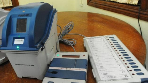 The Mark 3 control unit can accommodate 24 ballot units, with 384 candidates, as opposed to the Mark 2 control unit, which could accommodate only four ballot units and 64 candidates(HT Photo)