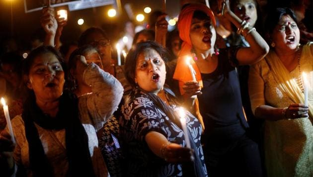 Women hold candles as they shout slogans during a protest against the alleged rape of a 10-year-old girl in Ghaziabad, in the outskirts of Delhi on April 25, 2018.(Reuters)