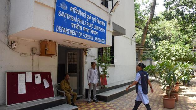 SPPU, on Friday, began their exams amidst strict security and presence of police officials on the university grounds.(HT FILE PHOTO)