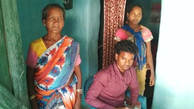 Buddhiman Oraon with his mother Phulmani Oraon(left) and sister-in-law Deepika Oraon at their home in Raghu Toli in Lohardaga on April 25.(HT Photo)
