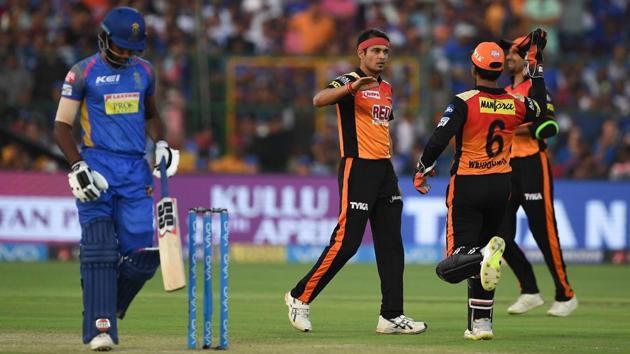 Sunrisers Hyderabad's Siddarth Kaul (2L) celebrates the wicket of Rajasthan Royals' Sanju Samson in an Indian Premier League (IPL) 2018 at the Sawai Mansingh Stadium in Jaipur on Sunday.(AFP)