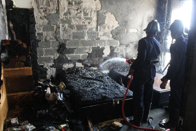 The fire started in the bedroom of the Thane apartment, which was a spare bedroom not in use by the occupant of the flat.(HT/PRAFUL GANGURDE)
