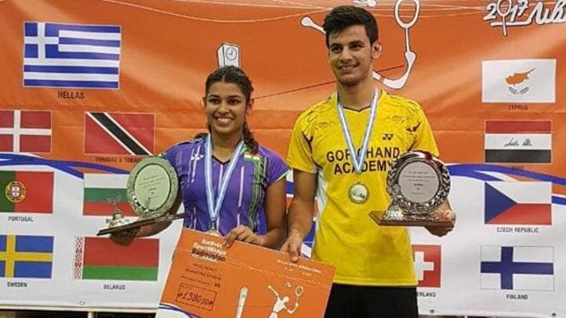Rohan Kapoor and Kuhoo Garg (L) won their match 11-21, 21-7, 21-10 in 42 minutes.(HT Photo)