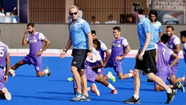 Sjoerd Marijne (left, in blue T-short) has been removed as Indian men's hockey team coach after a poor show at 2018 Commonwealth Games (CWG) in Gold Coast.(PTI)