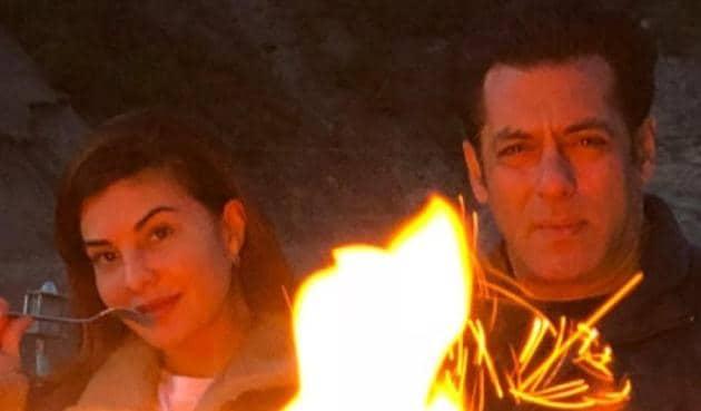 Salman Khan and Jacqueline Fernandez during Kashmir shoot for Race 3.(Jacqueline Fernandez/Insta Story)