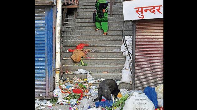 Trash strewn on a street at Lower Bazaar in Shimla on Tuesday.(Deepak Sansta/HT)