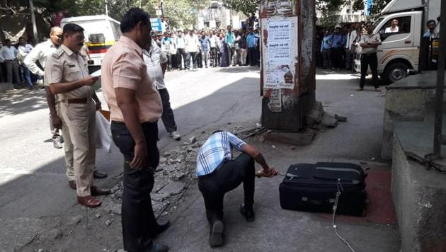The bomb squad rushed to the spot near Thane station on Wednesday morning to examine a bag.(Praful Gangurde)