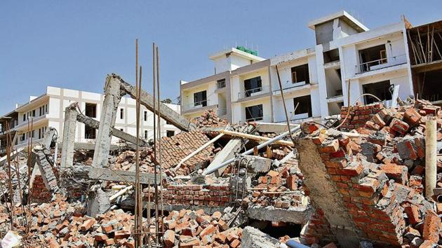 A file photo of the three-storeyed building at Peer Muchalla that came crashing down on April 24.(Sant Arora/HT)