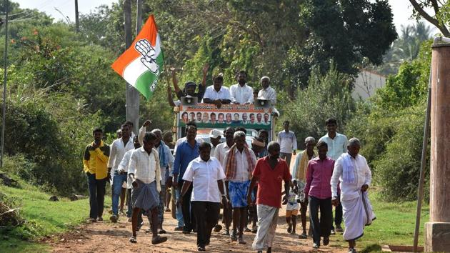 Congress members campaign for the upcoming Karnataka assembly election in Hassan on April 27.(Arijit Sen/HT File Photo)