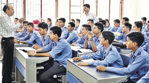 The government says students are the most receptive to health messages who may bring about the desired behaviour change in their homes and their surrounding environment.(Burhaan Kinu/HT File Photo)