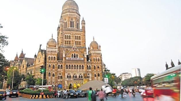 The BMC on Thursday declared in its standing committee meeting that it can now pay an annual premium of ₹125 crore to the insurance company.(HT FILE)