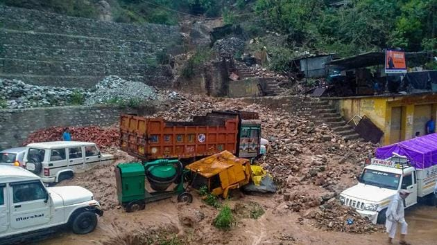 Swept away vehicles after heavy rains at Narayanbagar in Chamoli district on Thursday.(PTI)