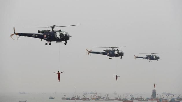 Indian Navy marine commandos demonstrate their skills during Navy Day celebrations in Mumbai.(REUTERS F)