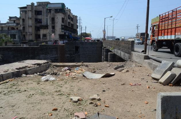 Traffic police have asked Maharashtra State Road Development Corporation (MSRDC) to complete the project in three months.(Rishikesh Chaudhary/HT)