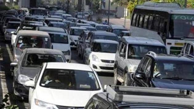 Besides an increased risk of accidents, more number of cars also means elevated pollution levels.(HT File)