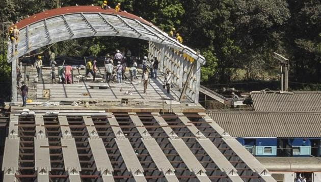 Work on the FOB, undertaken as part of the Parel terminus project, picked up speed only after the stampede at Elphinstone Road station FOB killed 23 commuters last year.(Samson Tupdal/HT Photo)