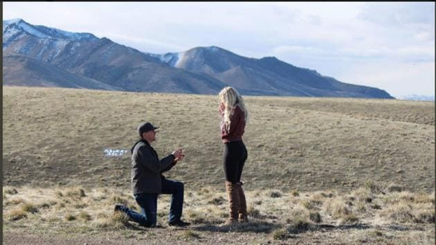 Levi Bliss proposed to his girlfriend of two years, Allison Barron. Their pictures have been going viral for a hilarious reason.(Twitter/allison_barron)