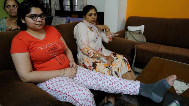 Six months after the accident, Harsimran still needs to wear leg braces and is unable to see clearly because of a head injury that affected her vision.She regrets not wearing a helmet.(Ravi Kumar/HT)
