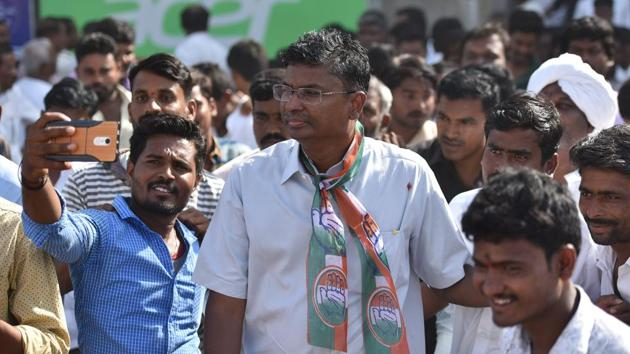 Satish Jarkiholi, Congress candidate for the upcoming Karnataka state assembly election from Yemkanamardi constituency, during a meeting with party workers in Mudhol.(Arijit Sen/HT Photo)