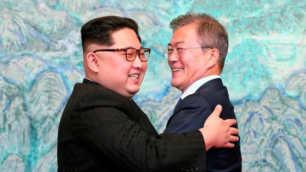 North Korean leader Kim Jong Un, left, and South Korean President Moon Jae-in embrace each other after signing a joint statement at the border village of Panmunjom in the Demilitarized Zone, South Korea on April 28.(AP file photo)